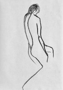 Kohlezeichnung eines sitzenden weiblichen Aktes